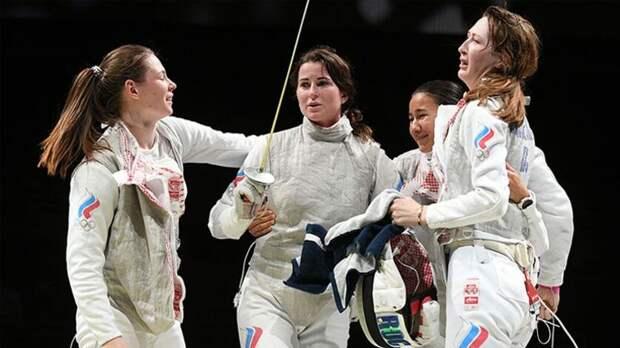 Женская сборная РФ по фехтованию взяла золото в командном турнире Олимпиады в Токио