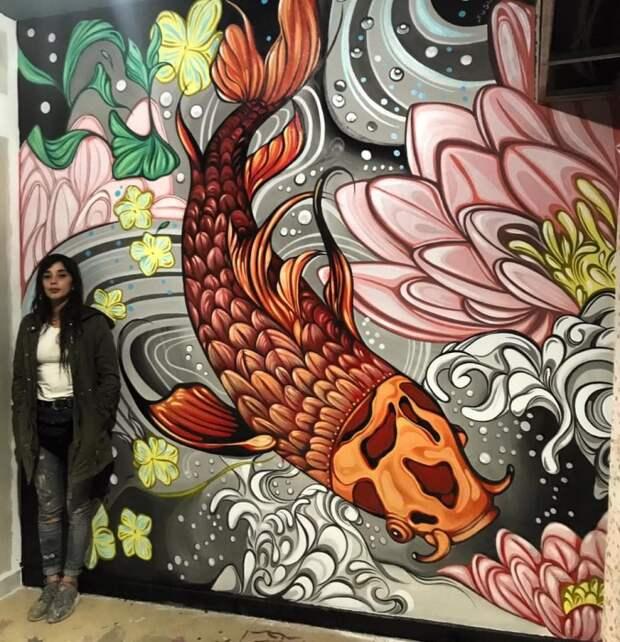 Фио не всегда рисует птиц. Встречаются цветы, и звери, и рыбы.