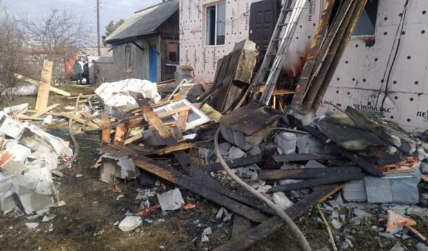 Пожарный погиб вАсбесте при тушении дома из-за обрушения стены