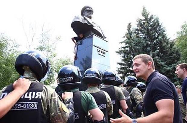 В Харькове решили судьбу памятника Жукову