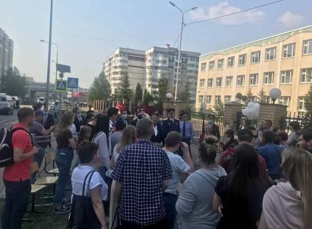 День траура: жители Казани почтили память погибших школьников