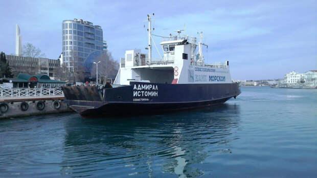 Движение парома в Севастополе приостановлено из-за непогоды