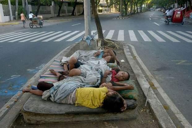 Жизнь в Маниле: 16 фотографий о непростой жизни людей в самом густонаселенном городе Планеты