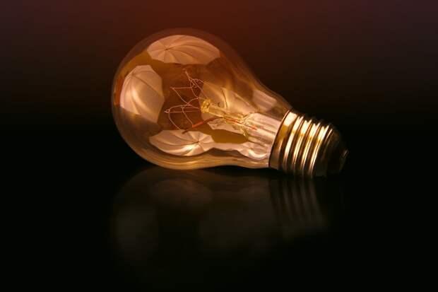 В подъезде дома в Беринговом проезде отремонтировали освещение