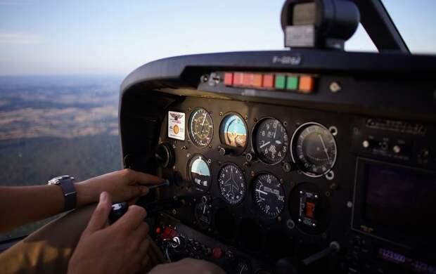 Летевший в Екатеринбург самолет экстренно сел в Сочи из-за смерти пассажирки