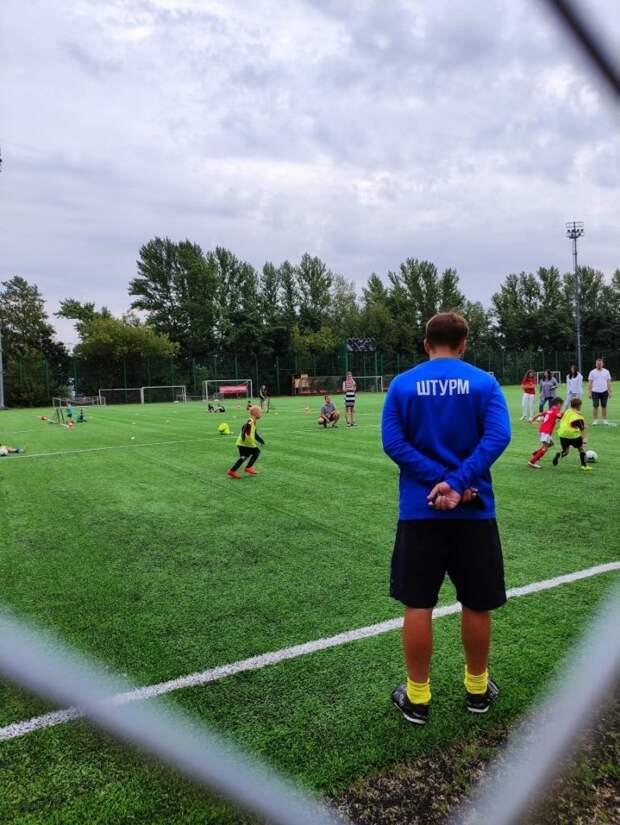 На Лодочной начался набор в бесплатную секцию футбола