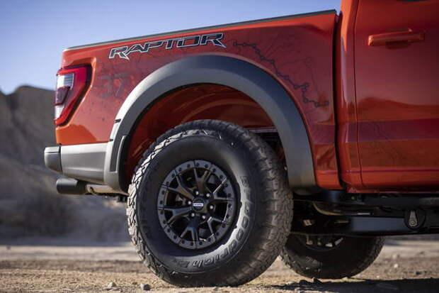 Ford объяснил преимущества 35- и 37-дюймовых шин на F-150 Raptor
