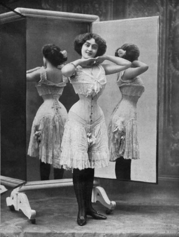 Откорсетов дотонких полосочек: как изменилось нижнее белье за100 лет