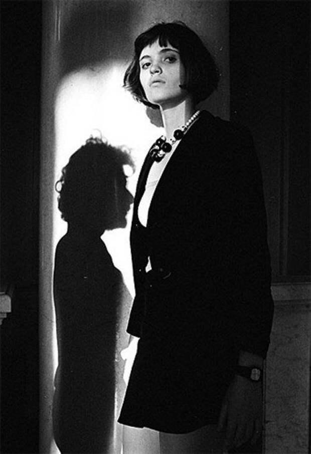 """Говорят, что главная героиня романа Сорокина """"Тридцатая любовь Марины"""" частично списано с Дуни. А коллизия, разыгранная в фильме """"Дневник его жены"""" сценаристки Дуни Смирновой, взята из ее жизни, - только в фильме у писателя Бунина любовницу увела женщина, а самый любимый муж Дуни ушел к мужчине..."""