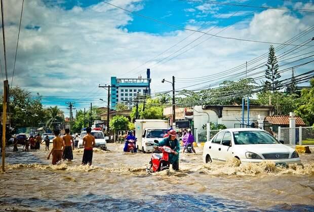 В индийском мегаполисе наводнение унесло больше 30 жизней