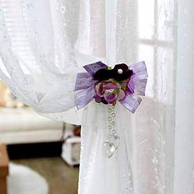 украшаем штору цветочным подхватом