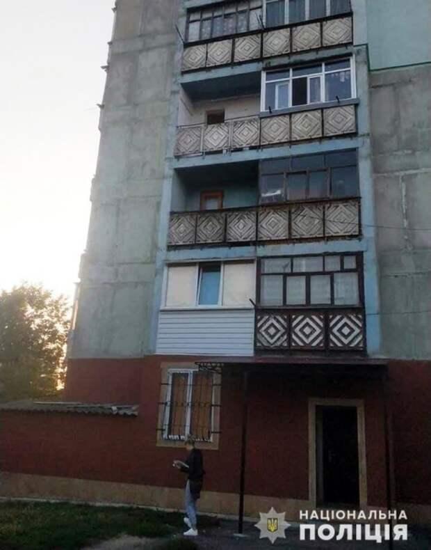 В Лубнах несовершеннолетняя девушка выбросилась из окна