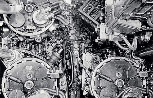 НаАПЛ проекта 705 были впервые установлены пневмогидравлические торпедные аппараты, обеспечивающие стрельбу вовсем диапазоне глубины погружения. Шесть торпедных аппаратов и18 торпед сучетом скорости иманевренности лодки делали еесерьезным противником для подлодок стран НАТО.