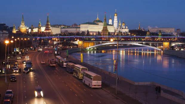 Посольство США в Москве узнало о планах отложить запрет на наем местных работников