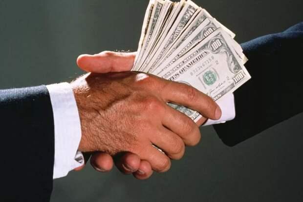 Взяточников к стенке. В России хотят расстреливать за коррупцию