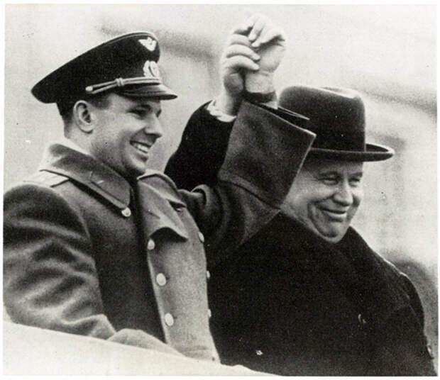 14 апреля 1961 года указом Президиума Верховного Совета СССР Юрию Алексеевичу Гагарину было присвоено звание Героя Советского Союза.