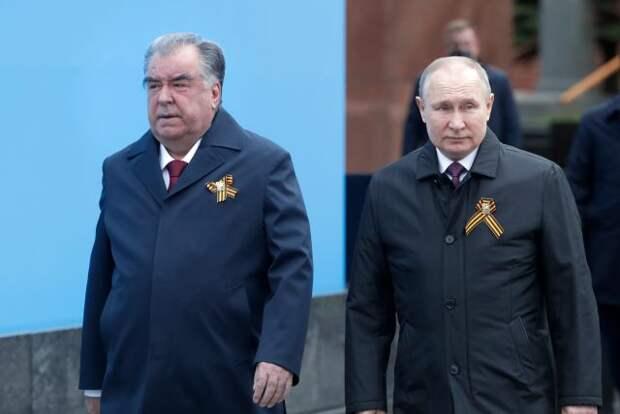 Путин на Красной площади поздравил ветеранов и россиян с Днем Победы