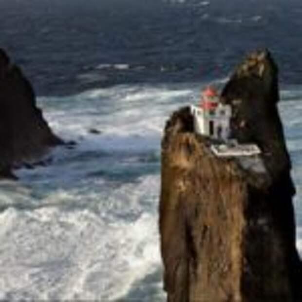 Маяк Þrídrangaviti в Исландии — самый изолированный маяк в мире (9 фото)
