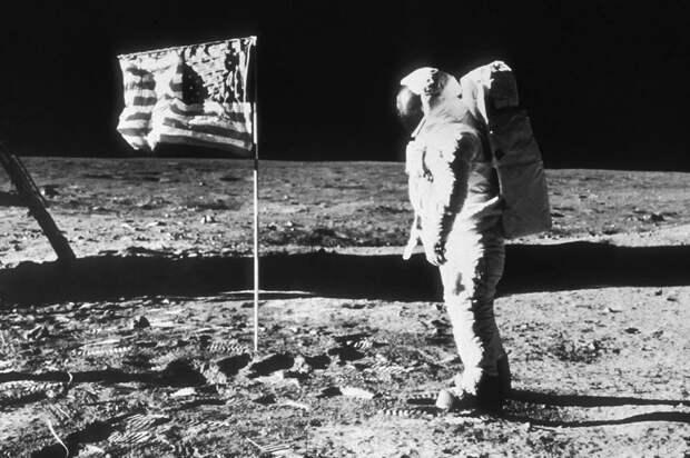 Американцы были на Луне. Рогозин обещал слетать и проверить, но доказали китайцы