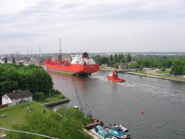 Зачем Польша назло России роет дорогущий канал в 50 км от границы