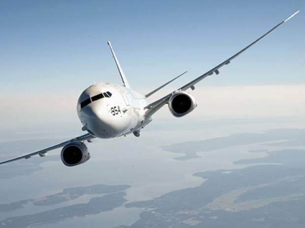 Американский самолет-разведчик несколько часов летал рядом с Крымом