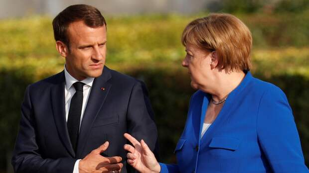 FT: Меркель и Макрон предложили лидерам ЕС провести саммит с Путиным