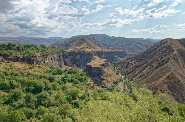 Бесполетную зону объявили над Карабахом