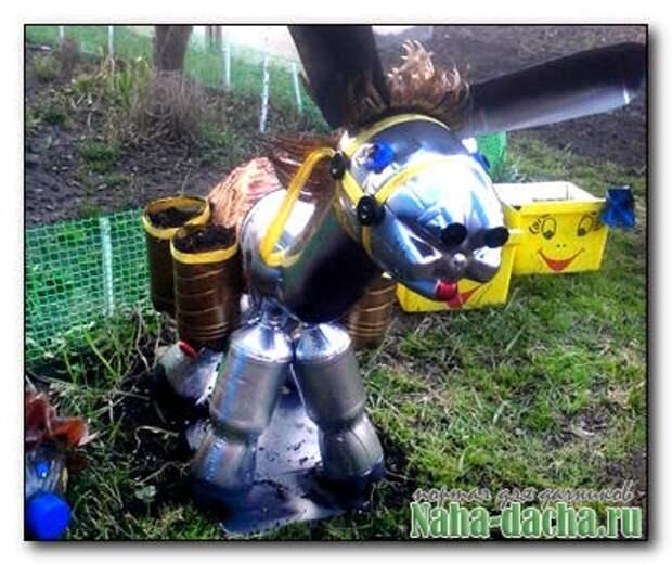 Садовая фигурка ослика из пластиковых бутылок