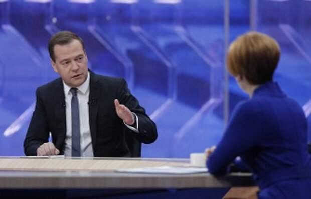 ТАСС: Медведев: власти ждут от амнистии капиталов уплаты налогов, а не возвращения средств в РФ