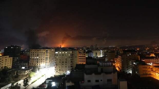Появились кадры последствий ракетного удара по израильскому городу Холон