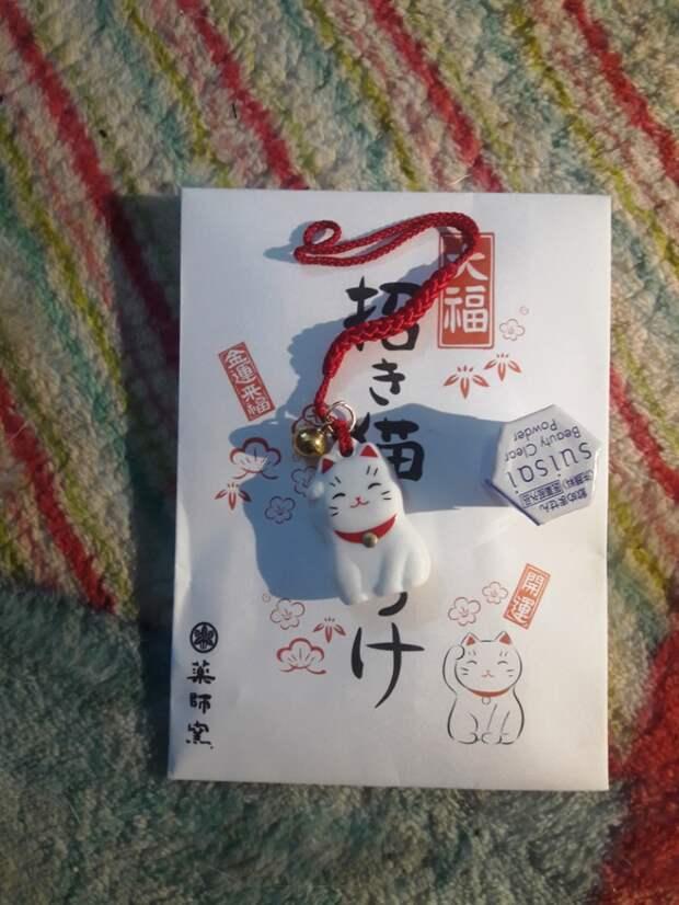Японская бьюти-коробочка с семплами косметики