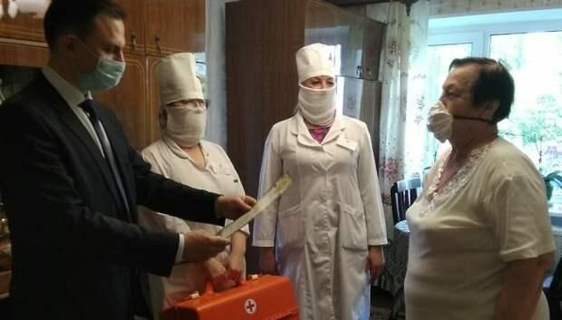 В Подольске поздравили ветеранов роддома с профессиональным праздником