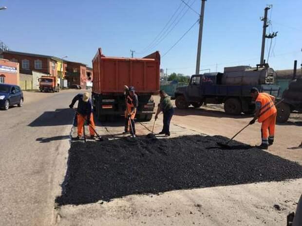 В Уфе продолжается ямочный ремонт дорог