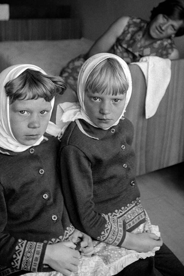 Девушка нашла 30 тысяч негативов на чердаке, и узнала, что ее мама – выдающийся фотограф