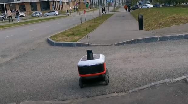 Пиццу и гамбургеры в кампусы США будут доставлять роботы «Яндекса»
