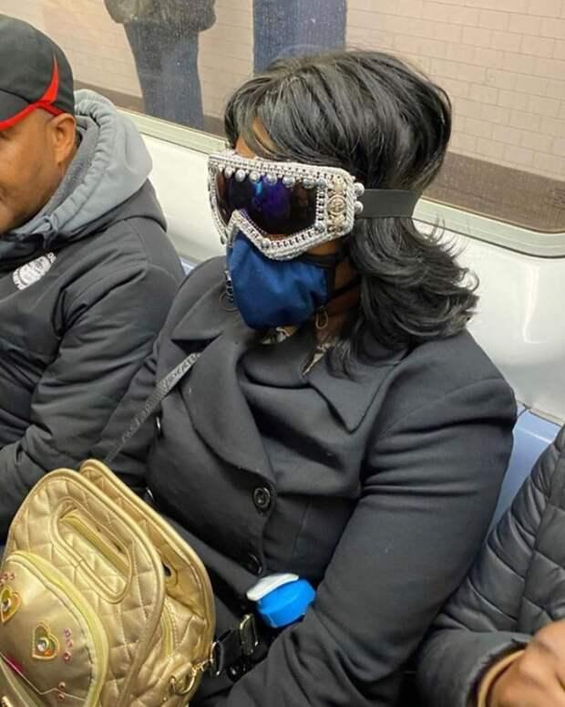 Будьте осторожны с маской, которую вы носите в метро