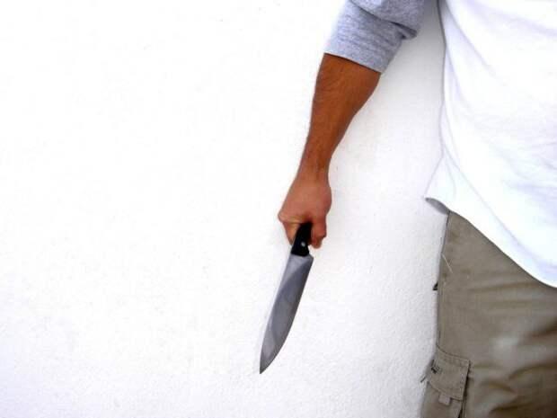 Неизвестный ранил ножом полицейского во Франции