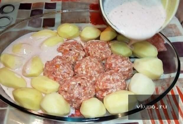 Мясные котлеты в духовке с картошкой под сыром