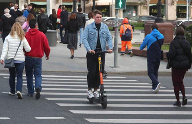 Минтранс предлагает выселить тяжелые самокаты с тротуаров