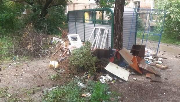10 свалок в день: как в столице Крыма убирают мусор