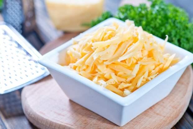 тертый сыр в миске фото