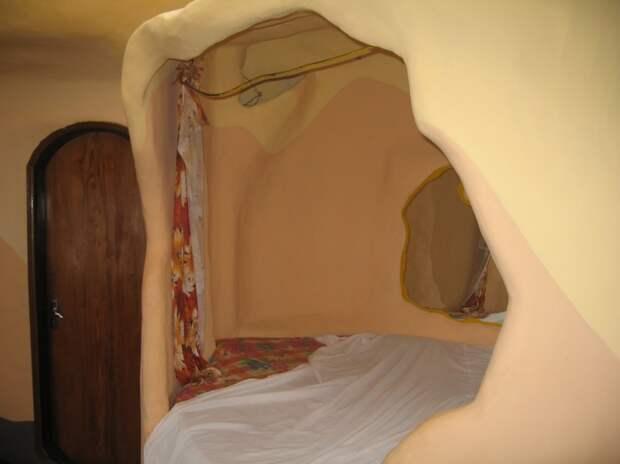 Спальня в необычной гостинице Crazy House во Вьетнаме. Фото