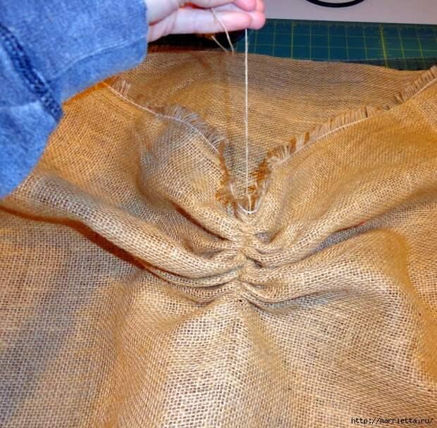 Идеи упаковки новогодних подарков. Шьем мешочки и украшаем их орешками (24) (640x628, 454Kb)