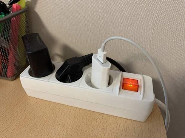 Можно ли постоянно оставлять зарядное устройство в розетке