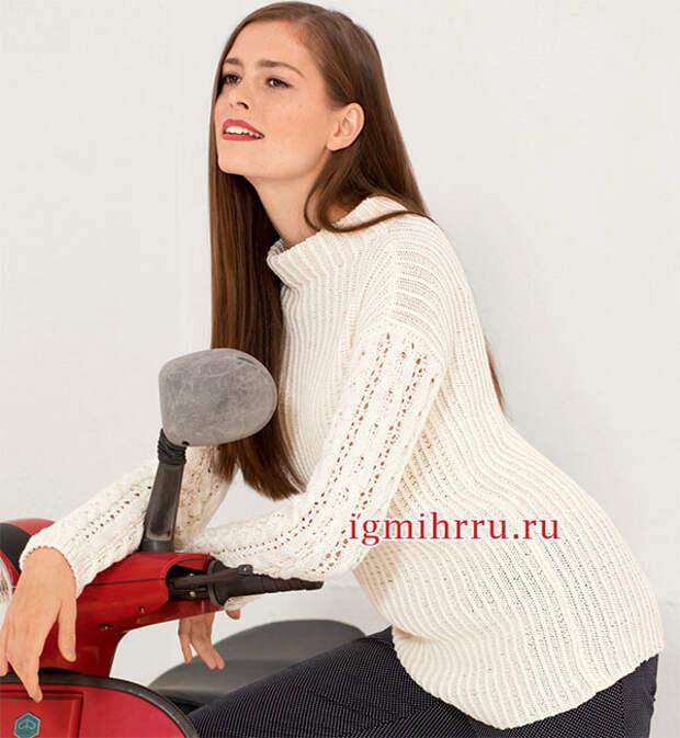Белый пуловер в рубчик