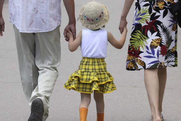 С кем должен остаться ребенок после развода родителей