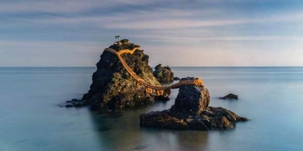 Meoto Iwa, священные скалы у берегов Японии. Фотографи: Анастасия Вулмингтон.