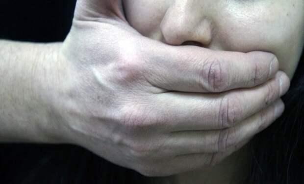 Школьник изнасиловал 9-летнюю девочку на глазах у друзей на Урале