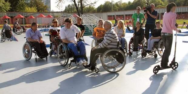 На Оборонной установили подъёмные платформы для инвалидов-колясочников