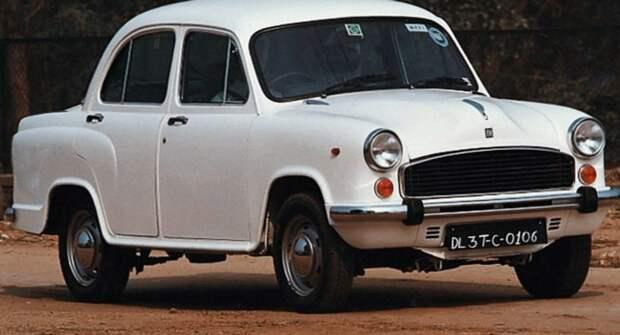 Медленный дрэг по-индийски: такси Hindustan Ambassador против старого Фиата